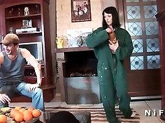 punheta no portao french milf sodomized in threesome