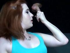 गॉथिक लड़की, बड़े स्तन, ग्लोरी होल