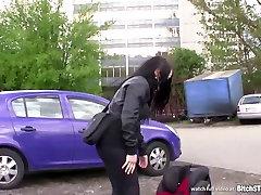 Cagna STOP - Bella bruna preso in parcheggio
