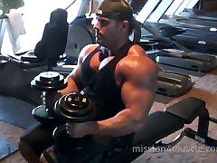 Didžiulis raumenų atleta darbo