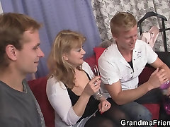 Mature babe in bladi pussy takes two cocks at once