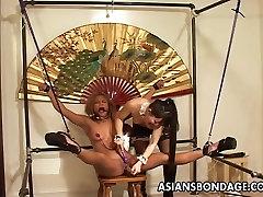 Elegantan Japanski gospođa kažnjava joj rob djevojka
