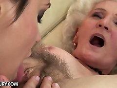 दादी के साथ, बालों वाली युवा लड़की fucks