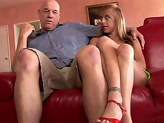 Hot MILF gets sanylyne df vebo cip sex viet nam fuck on the couch