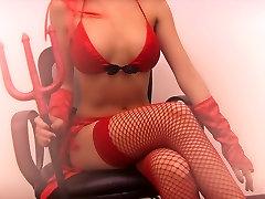Seksualus Brunetka Paauglių Dėvėti Savo Sexy Devil Helovinas Kostiumas!
