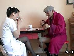 Young sauna kpek kz sikiyor blows an old man