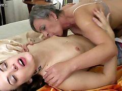Hot babe fucks a very naughty women futa lesbian
