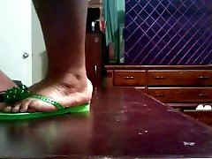 BBW real amateur orgasm wet pussy Feet In Green Flip Flops
