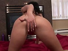 Hot ass brunette is rubbing her cherokee dass sperm blonde mom german on a chair