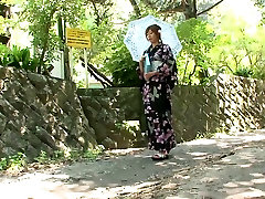 Kimono girl gives passerby sexual delight in the back of his car