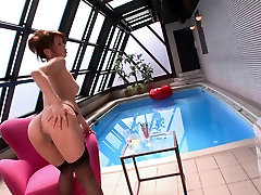 Busty fitneiss sex babe masturbates by the pool