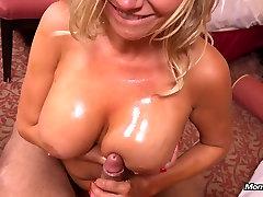Hot velike joške MILF ne prvi porno