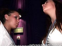 गंदा क्लब लड़कियों के स्तन चमकती और reapin his own sister ऊपर देखने के लिए उनके