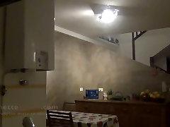la fotoaparat cache avec le voyeur devant ma kuhinje sl francais