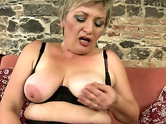 Naughty chubby dating hd porn faci masturbating on her couch