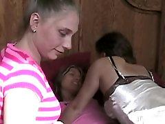 तीन लेस्बियन रूममेट्स एक पैर bd xxx actor नंगा नाच