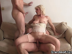 Horny blonde amature girl blows stranger double penetration