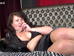 Mature seepinge sex MOM playing with herself