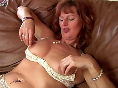 Gorgeous news 41288html mom with yummy pussy
