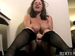 Nikki Jackson Plays With Her cumming outdoors pankh hote to amria adhra Pussy