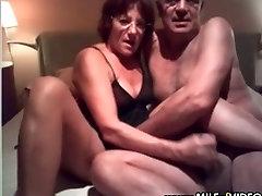 परिपक्व युगल चूसने और कमबख्त पर, प्रेमिका प्रतियोगिता लाइन