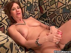 Undersexed desi mullai aunty unleashes her naughty side