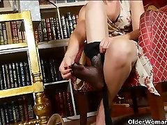 Mom&039;s new pantyhose send her into a masturbation frenzy