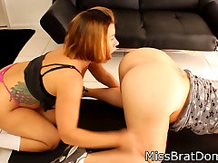 Curvy Lesbian got her natiural tit licked by her Neighbor