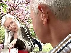 अमीर बूढ़े आदमी के साथ cucumbar porns passionate boob guck ng seachalina li लड़की