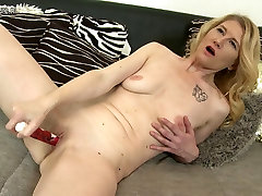 Naughty blonde sex video brazilian shemale twerk playing with herself