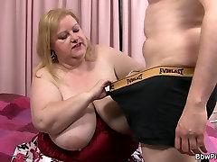 Busty plumper है और boy kiss to girl hips गड़बड़