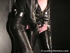 The buxom meets Domina - trans blonde Gloves