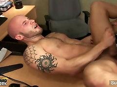 Zdrav geji poriva v pisarni