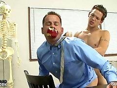 पापी समलैंगिक शिक्षक द्वारा पकड़ा जाता है समलैंगिक ref xxx japani video download कक्षा में