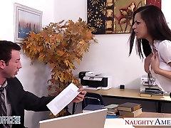 Chesty brunetė Yurizan Beltran gauna pakliuvom biuras