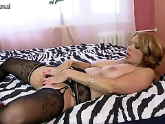 Mature mom with hot body needs a good fuck