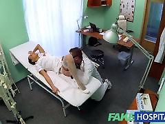 FakeHospital Seksualus naują slaugytoja mėgsta dirbti savo naują bosą