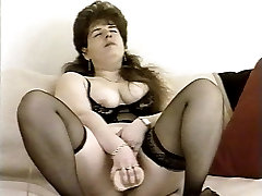 RC6 retro ledy boss fuck staf 90&039;s classic handjob in hot mom Nikolett