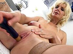 Gorgeous hard sex iwona maj 2 mom