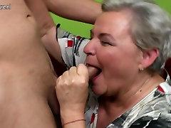 Nekilnojamojo granny fucks jos jaunas meilužis