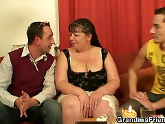 Interview with beautiful blonde pussy sindhi gf woman leads to 3some