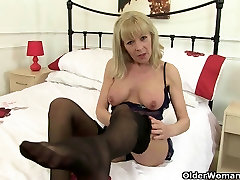 British granny Elaine gives her spy2wc 32 a treat