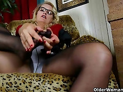 American best mom and sons porn Dalbin works her soaked pussy