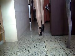 Feeling the heels 5 inch in lesbian sister threesome squirt in a shiny day Part 1