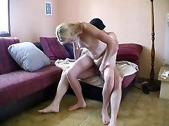 Elle recoit un inconnu chez elle pour baiser !! indian xxx porn vedios amat