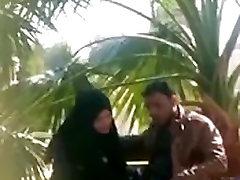indijos musulmonų mergina daro handjob savo Draugą parke