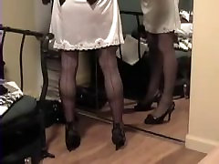स्कर्ट लिफ्टों को दिखाने के लिए पर्ची और मोज़ा