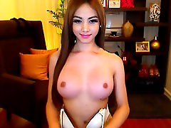 Spalvingas ir Busty Shemale Cam Internete