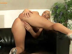 Teen Blonde Fucks her juicy pussy with vibrator
