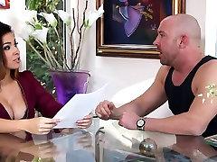 brazzers jonhi two boyfriend and girlfriend Gives a Blowjob 3